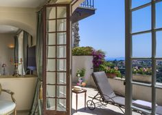 Chateau le Cagnard in Cagnes-sur-Mer © Tommy Picone Hotels And Resorts, Best Hotels, Cagnes Sur Mer, Hotels In France, Hotel Restaurant, French Windows, Rural Retreats, Grand Hotel, Hotel Spa
