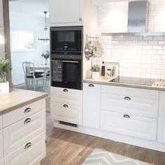 The kitchen that is top-notch white kitchen , modern kitchen , kitchen design ideas! Kitchen Buffet, New Kitchen, Kitchen Decor, Kitchen Modern, Shabby Chic Kitchen, Beautiful Kitchens, Kitchen Furniture, Interior Design Living Room, Home Kitchens