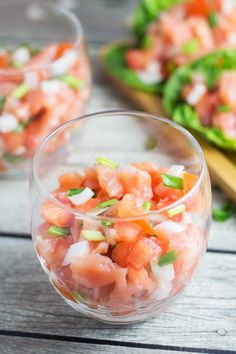 Lomi Lomi Salmon is a traditional Hawaiian side dish served at parties and gatherings. It requires only 4 ingredients and 10 minutes of your time! | cookingtheglobe.com