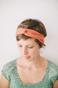 love the headband, wonder if i can pull this off.