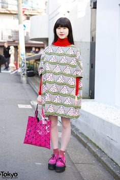 Nori is an 18-year-old girl who we often see around Harajuku. Her look here features a watermelon print dress from the Japanese brand I Am I with pink Nadia Harajuku creepers and an Issey Miyake Bao Bao tote bag (also pink). #tokyofashion #street snap #Harajuku