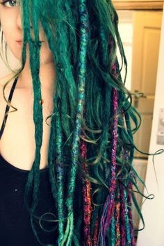 This is what I do with my partial dreads and curly hair! Takes a lil longer you have to separate all your dreads Pretty Dreads, Beautiful Dreadlocks, Dread Hairstyles, Pretty Hairstyles, Dreads Girl, Mermaid Hair, Green Hair, Blue Hair, Gorgeous Hair