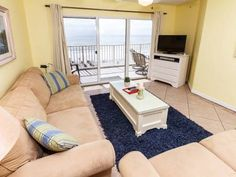 Gulf Dunes 402 Fort Walton Beach (Florida) Situated 2.2 km from Fort Walton Beach Park in Fort Walton Beach, this air-conditioned apartment features free WiFi and a balcony. The property boasts views of the sea and is 2.2 km from Jet Stadium.