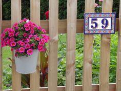 Auch am Holzzaun eine gute Figur ! http://www.spanienladen.de/artikeldetail.php?artikelid=4852