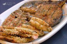 La grigliata di pesce aromatica è una grigliata in cui il pesce viene passato in una leggera panatura aromatizzata con aglio e prezzemolo, prima di essere messo in cottura.