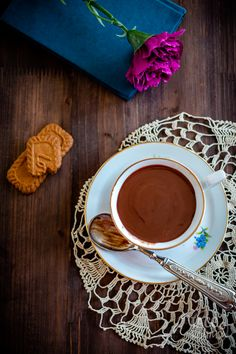 Can you make your own thick and delicious Italian Hot Chocolate at home? It is actually pretty easy and you need only few inexpensive ingredients. Italian Hot, Crispy Cookies, Homemade Hot Chocolate, Cappuccino Cups, Unsweetened Cocoa, Cocoa Butter, Food Hacks, Food Print, Delicious Desserts
