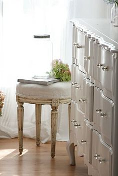 oh that dresser. i am in love.