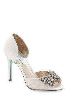 6ac3b56f55cc3 Sapatos de noiva baratos de Modcloth  casarcomgosto Betsey Johnson Wedding  Shoes