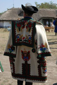 - Hungarian folk art and tradition - Hungary Hungarian Embroidery, Folk Embroidery, Folk Costume, Costumes, Vizsla, Hungary Travel, Folk Dance, We Are The World, Budapest Hungary