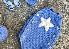 Peto para bebé con una aplicación de corazón o estrella paso a paso   Manualidades Baby Knitting Patterns, Knitting For Kids, Crochet For Kids, Baby Patterns, Crochet Patterns, Knitted Baby Clothes, Knitted Romper, Knitted Hats, Baby Blanket Crochet