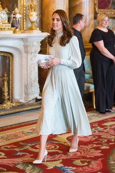 Kate Middleton Wedding Dress Back . 25 Kate Middleton Wedding Dress Back . Princess Beatrice S Style Evolution Over the Past 31 Years Mint Dress, Blue Midi Dress, Midi Dress With Sleeves, The Dress, Blue Gown, Blue Frock, Chiffon Dress, Looks Kate Middleton, Kate Middleton Dress