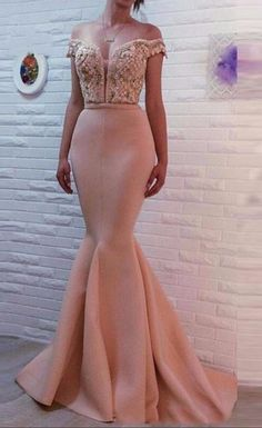Prom Dress Fitted, Elegant V Neck Beading Crystal Evening Dress 2018 Mermaid Floor Length Formal Party Dresses There are delicate lace prom dresses with sleeves, dazzling sequin ball gowns, and opulently beaded mermaid dresses. Elegant Bridesmaid Dresses, Pink Prom Dresses, Homecoming Dresses, Party Dresses, Prom Gowns, Ball Gowns, 1950s Dresses, Dresses Uk, Vintage Dresses