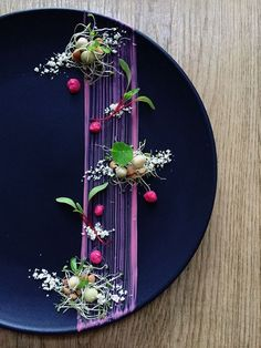 Beautiful plating. Love the stripe.