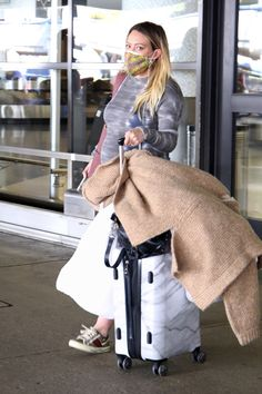Pregnant Hilary Duff Arrives In Los Angeles After Wrapping Up 'Younger' Pregnant Celebrities, 2 Boys, Tie Dye Dress, Hilary Duff, Season 7, Baby Bumps, The Duff, Wraps, Wrapping
