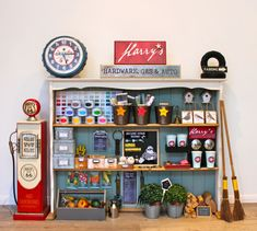 Gaaf! For the boys an amazing DIY play hardware store with coffee shop and gas station. I need to get upcycling