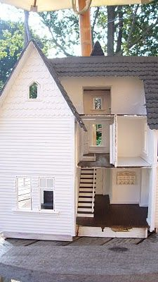 looking glass miniatures: Fairfield Dollhouse Re-Hab. Not a how to but a fascinating insight into how an artisan goes about rejuvenating an old house.