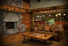 Yellowstone - Three Bear Lodge - my future honeymoon suite :) West Yellowstone Montana, Visit Yellowstone, Grand Teton National Park, Yellowstone National Park, National Parks, Cool Places To Visit, Great Places, Craftsman Home Decor, Rest Up