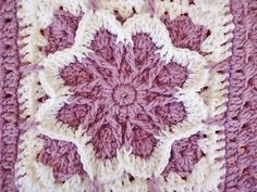 Crochet Squares Patterns The center flower in this flower blossom granny square pattern is gorgeous and it stands out beautifully. - The center flower in this flower blossom granny square pattern is gorgeous and it stands out beautifully. Grannies Crochet, Crochet Squares Afghan, Bag Crochet, Crochet Fall, Crochet Motifs, Granny Square Crochet Pattern, Crochet Flower Patterns, Crochet Crafts, Crochet Flowers