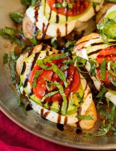 Caprese Chicken is just plain delicious. Partner that with avocado and you have one of the best ingredient combinations ever. You have to try this Avocado Caprese Chicken recipe! Cooking App, Cooking Recipes, Healthy Recipes, Skillet Cooking, Vegetarian Recipes, Microwave Recipes, Cooking Videos, Vegan Vegetarian, Easy Recipes