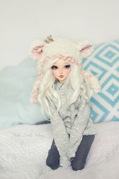 Cute bjd ball jointed doll, platinum blond hair, pale