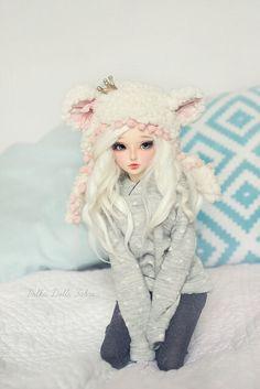Cute bjd ball jointed doll, platinum blond hair, pale