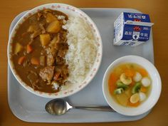 Curry and rice, a common school lunch in Japan. Comes with a milk and some fruit salad. Japanese School Lunch, Asian Recipes, Real Food Recipes, Cute Food, Yummy Food, Cafeteria Food, Clean Eating Kids, Aesthetic Food, Korean Food