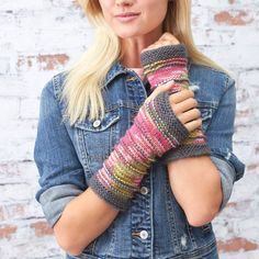 Ridge Mitts (free knitting pattern by Erin Kate Archer) Beanie Knitting Patterns Free, Crochet Mittens Free Pattern, All Free Crochet, Knit Patterns, Free Knitting, Knitting Paterns, Knitting Ideas, Knitting Designs, Knitting Projects