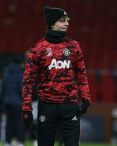 Manchester United Training, Brandon Williams, Manchester United Wallpaper, Motorcycle Jacket, Soccer, Graphic Sweatshirt, Sweatshirts, Mens Tops, Jackets