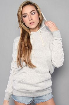 I love hoodies. This looks so comfy.