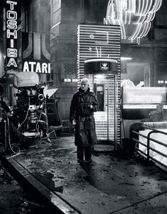 "Rutger Hauer at the filming ""Blade Runner"" (1982)"