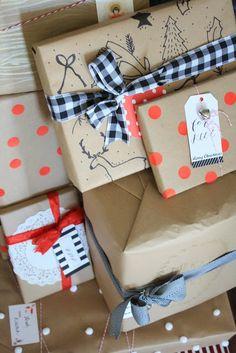 Street Design School: Custom Gift Wrap Ideas Using Kraft Paper Favorite Holiday, Holiday Fun, Christmas Time, Holiday Gifts, Christmas Crafts, Christmas Ideas, Holiday Decor, Paper Packaging, Pretty Packaging