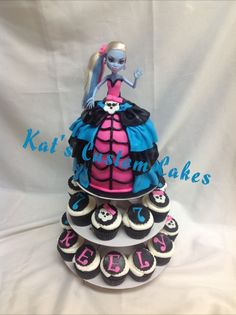 Monster High Doll Cake and Cupcakes!