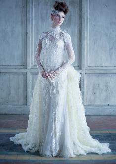 Stunning white wedding dress. more : www.bridestory.com