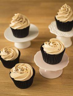 Tolles Rezept für Chocolate Peanut Butter Cupcakes Smoothie, Chocolate Peanut Butter Cupcakes, Chocolate Peanuts, Mini Cupcakes, Desserts, Food, Baking Cupcakes, Cupcake Recipes, Chocolate Peanut Butter