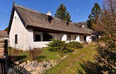 Balatonhenyéhez hasonló tüneményes zsákfalu kevés van az országban 8 Cottage Homes, Cabin, House Styles, Home Decor, Decoration Home, Room Decor, Cabins, Cottage, Home Interior Design