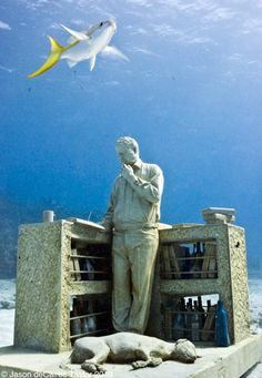 """Cancun Underwater Museum (MUSA), Mexico - British artist Jason de Caires Taylor's sculpture """"The Collector of Lost Dreams"""" This is probably one of the coolest things EVER. Underwater Sculpture, Underwater Art, Underwater Photography, Breathing Underwater, Sculpture Museum, Sculpture Art, Human Sculpture, Sculpture Garden, Jason Decaires Taylor"""