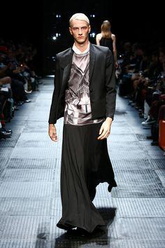 men in skirts High Fashion Men, Dark Fashion, Mens Fashion, Monochrome Fashion, Minimal Fashion, Ivan Bubalo, Polo Outfit, Man Skirt, Leggings