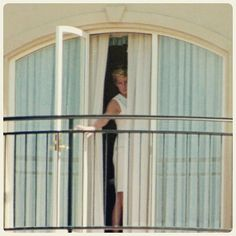 """31 October 1996: Diana, Princess of Wales, appears from the balcony of her suite at the Ritz Carlton Hotel in Double Bay, Sydney, shortly after her arrival to Australia on an official visit to attend fund raising ball for research into heart diseases"