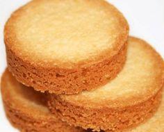 Le palet breton est un biscuit sec à base de pâte brisée dont le nom vient du jeu de palets, dont les éléments métalliques ont la forme du biscuit. Chocolate Chip Cookies, Oat Cookies, Chocolate Chips, Thermomix Desserts, Dessert Recipes, Mini Tartlets, Short Pastry, Palet Breton, Food Film