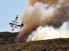 A CalFire S-2 Tracker drops over a fire