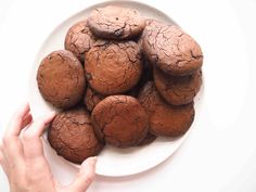 Choko cookies med poppet quinoa - Toftkær 20 Min, Healthy Treats, Quinoa, Muffin, Sweets, Cookies, Chocolate, Breakfast, Desserts