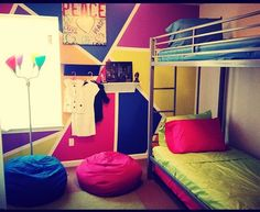 3 kids 1 room- no problem.... Unisex boy and girl decor. #cool #funky #3rd bed under the bunk bed!!! Great way to save space!