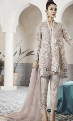 Pakistani Designer Modern Salwar Kameez Inspired Republic - New Ideas Trajes Pakistani, Pakistani Formal Dresses, Pakistani Wedding Outfits, Pakistani Salwar Kameez, Pakistani Bridal Dresses, Pakistani Dress Design, Pakistani Designers, Indian Dresses, Indian Outfits