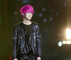 EXO / EXO-M Luhan ...with PINK hair?! Seriously, he can pull off any hair colour O o O