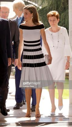 Queen Letizia of Spain attends UNICEF Awards 2017 at CSIC headquaters on June 2017 in Madrid, Spain. (Photo by Europa Press/Europa Press via Getty Images) Royal Fashion, Look Fashion, Pretty Outfits, Cool Outfits, Single Strap Heels, Spanish Royalty, Beautiful Evening Gowns, Estilo Real, Queen Letizia