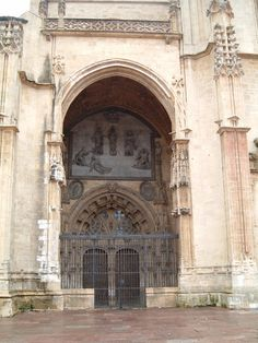 Portico de la Catedral de Oviedo  España