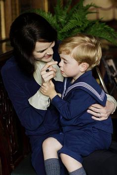 downton abbey season 5: lady mary and her adorable little son george