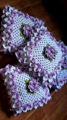 Lindas capa de alm  ofadas de crochê