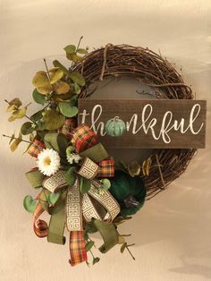 Autumn Wreaths For Front Door, Diy Fall Wreath, Fall Diy, Holiday Wreaths, Wood Wreath, Grapevine Wreath, Western Wreaths, Fall Floral Arrangements, Green Pumpkin
