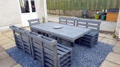 dark-grey-painted-pallet-patio-dining-set.jpg 960×540 Pixel